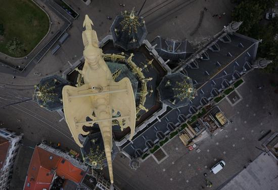 Luchtfoto van de draak op het Gentse Belfort