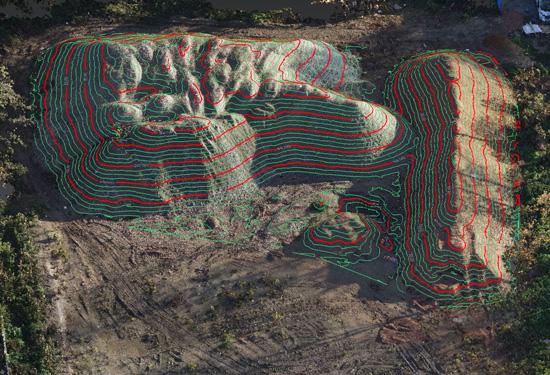 Hoogtemodel van hopen grond met hoogtelijnen